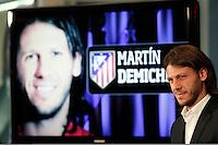 MADRI, ESPANHA, 12.07.2013 - APRESENTA&Ccedil;&Atilde;O MARTIN DEMICHELIS - O jogador Martin Demichelis &eacute; apresentado oficialmente como novo refor&ccedil;o do Atl&eacute;tico de Madrid no  Est&aacute;dio Vicente Calder&oacute;n em Madri capital da Espanha, nesta sexta-feira, 12. <br /> Foto: JCR / ALFAQUI / BRAZIL PHOTO PRESS).