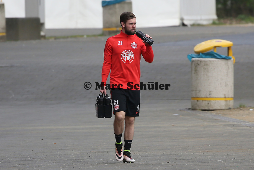 Marc Stendera auf dem Weg zum Training - Eintracht Frankfurt Training, Commerzbank Arena