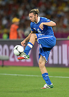 FUSSBALL  EUROPAMEISTERSCHAFT 2012   VIERTELFINALE England - Italien                     24.06.2012 Federico Balzaretti (Italien) Einzelaktion am Ball