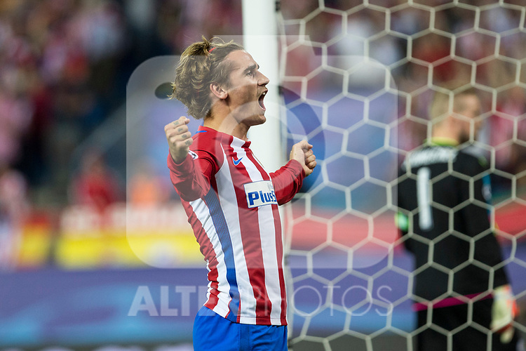 Antoine Griezmann of Atletico de Madrid celebrates after scoring a goal  during the match of  Champions LEague between  Atletico de Madrid and LEicester City Football Club at Vicente Calderon  Stadium  in Madrid, Spain. April 12, 2017. (ALTERPHOTOS / Rodrigo Jimenez)