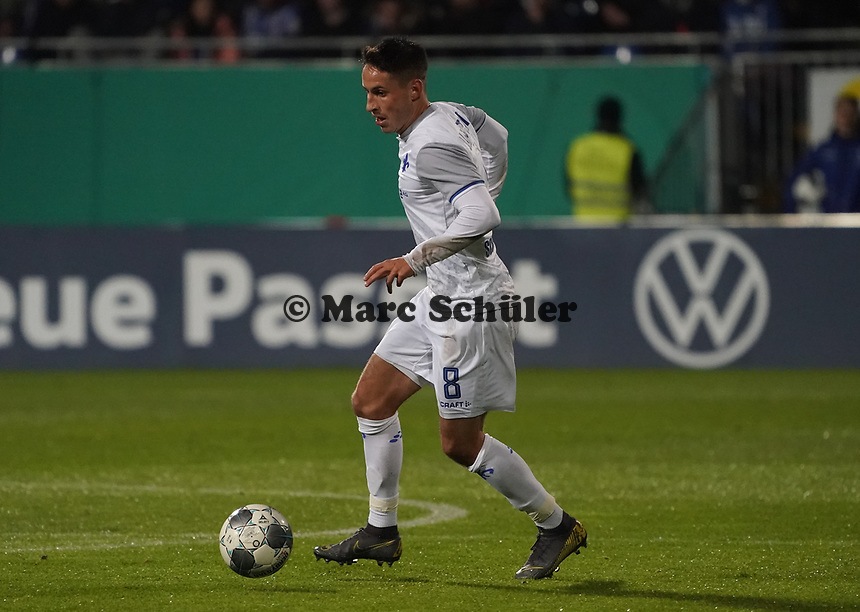 Fabian Schnellhardt (SV Darmstadt 98) - 29.10.2019: SV Darmstadt 98 vs. Karlsruher SC, Stadion am Boellenfalltor, 2. Runde DFB-Pokal<br /> DISCLAIMER: <br /> DFL regulations prohibit any use of photographs as image sequences and/or quasi-video.