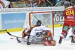Nuernbergs ChadBassen (Nr.61)  stuerzt vor dem Tor von Duesseldorfs Goalie Fredrik Pettersson-Wentzel (Nr.53) ueber Duesseldorfs Stefan Reiter (Nr.89) beim Spiel in der DEL, Duesseldorfer EG (rot) - Nuernberg Ice Tigers (weiss).<br /> <br /> Foto © PIX-Sportfotos *** Foto ist honorarpflichtig! *** Auf Anfrage in hoeherer Qualitaet/Aufloesung. Belegexemplar erbeten. Veroeffentlichung ausschliesslich fuer journalistisch-publizistische Zwecke. For editorial use only.