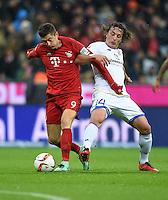 FUSSBALL  1. BUNDESLIGA  SAISON 2015/2016  24. SPIELTAG FC Bayern Muenchen - 1. FSV Mainz 05       02.03.2016 Julian Baumgartlinger (re, 1. FSV Mainz 05) gegen Robert Lewandowski (li, FC Bayern Muenchen)