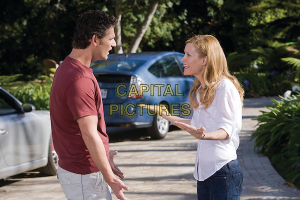 ERIC BANA & LESLIE MANN.in Funny People .*Filmstill - Editorial Use Only*.CAP/FB.Supplied by Capital Pictures.