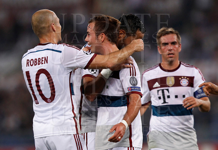 Calcio, Champions League, Gruppo E: Roma vs Bayern Monaco. Roma, stadio Olimpico, 21 ottobre 2014.<br /> Bayern&rsquo;s Mario Goetze, second from left, celebrates with teammates after scoring during the Group E Champions League football match between AS Roma and Bayern at Rome's Olympic stadium, 21 October 2014.<br /> UPDATE IMAGES PRESS/Isabella Bonotto