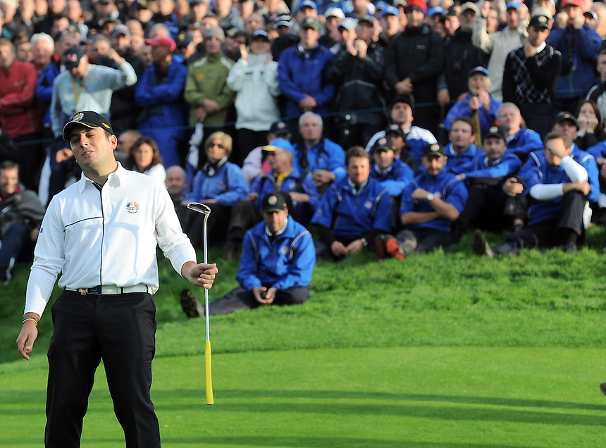 European Francesco Molinari misses his putt on the 17th with the European team looking on. Ryder Cup 2010 - Day 3 - 3rd October 2010 - Celtic Manor Resort Newport, Wales.  Please Credit - Ian Cook - IJC Sports