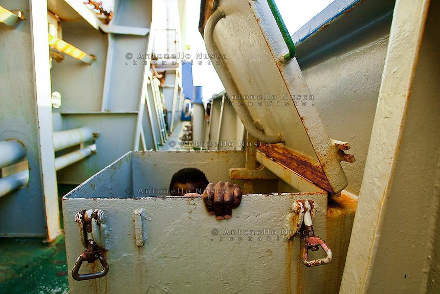 Porto Empedocle, Sicily July 2004.<br /> Un immigrato scende in coperta nella nave tedesca Cap Anamur dopo essere stato tratto in salvo insieme ad altri suoi 36 connazionali. Per vari giorni alla nave fu impedito di far sbarcare gli immigrati in Italia creando una grave situazione a bordo. La situazione si sblocc&ograve; dopo quattro giorni con l'arresto del comandante e il sequestro della nave