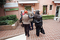 Turisti in fila all'entrata della Peggy Guggenheim Collection a Venezia.<br /> Tourists in a queue to enter the Peggy Guggenheim Collection museum in Venice.<br /> UPDATE IMAGES PRESS/Riccardo De Luca