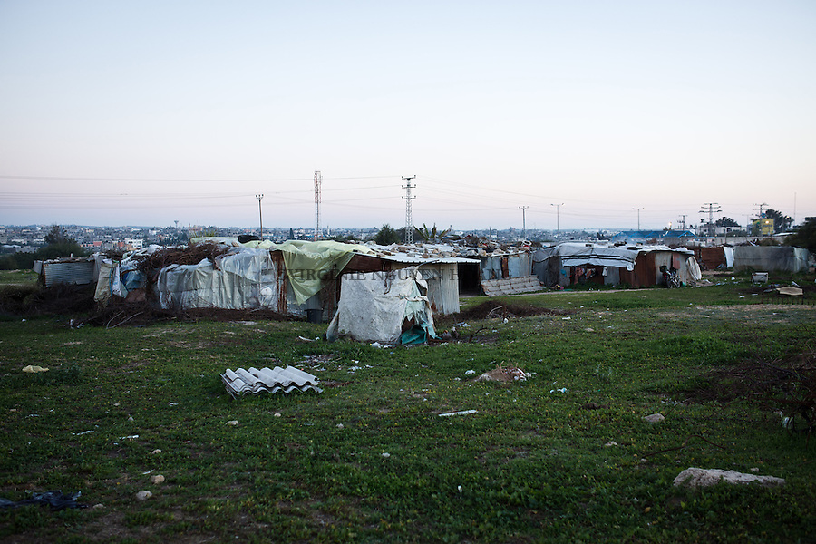 GAZA, Erez: Housing in zingo (corrugated Iron) where Hassan, his wife and family live. <br /> <br /> GAZA, Erez: Lotissements en zingo (t&ocirc;le ondul&eacute;e) o&ugrave; habite Hassan, sa femme et toute sa famille.