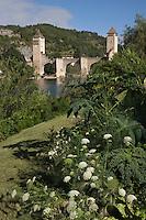 Europe/France/Midi-Pyrénées/46/Lot/Cahors:La vallée du Lot et le Pont Valentré- Jardin situé terrasse Valentré sur les bords du lot