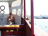 Exkursionsleiterin Tatjana bietet Hafenrundfahrten in Sewastopol an / Situation der Wirtschaft ein Jahr nach der Krim-Annexion