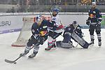 Mannheims Marcus Kink (Nr.17) gegen Muenchens Andreas Eder (Nr.96) im Tor Muenchens Danny aus den Birken (Nr.33) und rechts Muenchens Derek Joslin (Nr.25)  in dem Spiel in der DEL, EHC Red Bull Muenchen (blau) - Adler Mannheim (weiss).<br /> <br /> Foto &copy; PIX-Sportfotos *** Foto ist honorarpflichtig! *** Auf Anfrage in hoeherer Qualitaet/Aufloesung. Belegexemplar erbeten. Veroeffentlichung ausschliesslich fuer journalistisch-publizistische Zwecke. For editorial use only.