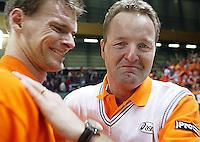 06-03-2005,Swiss,Freibourgh, Davis Cup , Swiss-Netherlands, Sjeng Schalken en een hevig geemotioneerde coach Tjerk Bogtstra na de overwinning op Zwitserland
