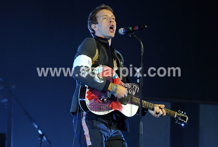 **ALL ROUND PICTURES FROM SOLARPIX.COM**.**WORLDWIDE SYNDICATION RIGHTS**.Chris Martin and Coldplay performing live at the O2 Arena, Greenwich, London, UK. Sunday 14th December 2008...JOB REF: 8149 SSD     DATE: 14_12_2008.**MUST CREDIT SOLARPIX.COM OR DOUBLE FEE WILL BE CHARGED* *ONLINE USAGE FEE £50.00 PER PICTURE - NOTIFICATION OF USAGE TO PHOTO@SOLARPIX.COM*