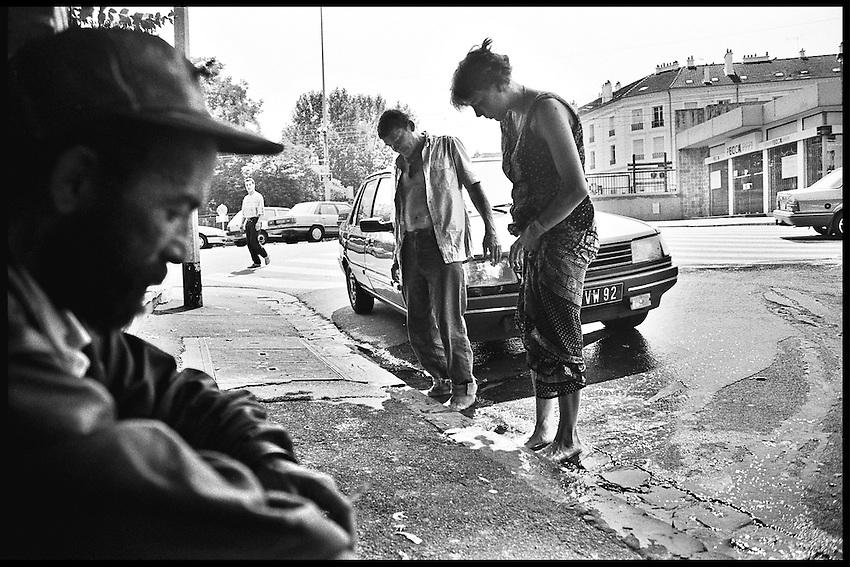 Mémed, Michto et la copine de Patrick, au muret devant le gare de Nanterre-ville, 1994.