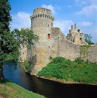 France, Brittany, Département Côtes-d'Armor, near Jugon-les-Lacs: Castle ruins of Château de la Hunaudaye | Frankreich, Bretagne, Département Côtes-d'Armor, bei Jugon-les-Lacs: Die Burgruine des Château de la Hunaudaye