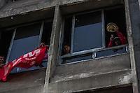 SÃO PAULO, SP, 16/09/214 - FLM/ REINTEGRAÇÃO/ CENTRO – Policiais Militares cumprem reintegração de posse em edifício ocupado pela FLM (Frente de Luta por Moradia) na Av. São João, altura do número 605, no começo da manhã desta terça-feira(16), em São Paulo. No momento a situação é pacífica. (Foto: Taba Benedicto/ Brazil Photo Press)