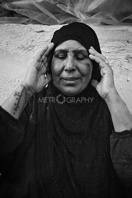 4.4..2015, Kirkuk,Iraq: Sauad Ahmad 63 years old. She is the mother of Widad and a committed muslim. Here she is seen praying.