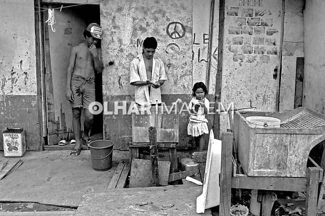 Moradores da favela Heliópolis. São Paulo. 1992. Foto de Juca Martins.