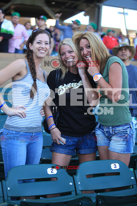 FANS..durante   Mexico vs Italia, 2013 World Baseball Classic, Estadio Salt River Field en Scottsdale, Arizona  ,7 de marzo 2013...photo© Baldemar de los Llanos
