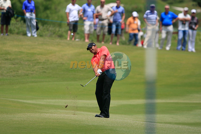 Jhonattan Vegas (VEN) chips onto the 4th green during the afternoon session on Day 2 of the Volvo World Match Play Championship in Finca Cortesin, Casares, Spain, 20th May 2011. (Photo Eoin Clarke/Golffile 2011)