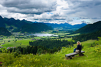 Austria, Tyrol, Kaiserwinkl, Walchsee: holiday resort at Lake Walchsee beneath Zahmer Kaiser mountain | Oesterreich, Tirol, Kaiserwinkl, Walchsee: Ort und gleichnamiger See unterhalb vom Zahmen Kaiser