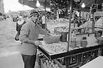 Sabra. The orange juice sales man opposite the Sabra vegetable market. This market was built in the 60's. Until the beginning of the war in 1975, Beiruts housewifes came to shop here and contributed to the developpement of the area.<br />  <br /> Sabra. Le vendeur de jus d'oranges en face du march&eacute; de fruits et l&eacute;gumes de Sabra. Ce march&eacute; &agrave; &eacute;t&eacute; construit dans les ann&eacute;es 60. Jusqu'au d&eacute;but de la guerre de 1975, les m&eacute;nag&egrave;res venaient de tout Beyrouth pour y faire leurs courses et ainsi contribuer au d&eacute;v&eacute;loppement du quartier.