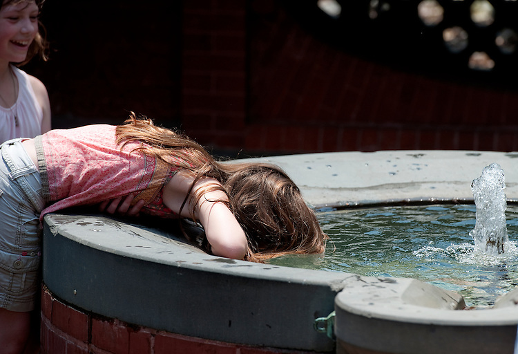 UNITED STATES - May 31: Adelaide Biehn, age 10 of Maryland cools down in the Grotto on the West Front of the U.S. Capitol. Temperatures in the District reached the mid-90s.(Photo By Douglas Graham/Roll Call)