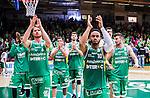 S&ouml;dert&auml;lje 2015-04-19 Basket SM-Final 1 S&ouml;dert&auml;lje Kings - Uppsala Basket :  <br /> S&ouml;dert&auml;lje Kings John Roberson jublar med lagkamrater efter matchen mellan S&ouml;dert&auml;lje Kings och Uppsala Basket <br /> (Foto: Kenta J&ouml;nsson) Nyckelord:  S&ouml;dert&auml;lje Kings SBBK T&auml;ljehallen Basketligan SM SM-Final Final Uppsala Basket jubel gl&auml;dje lycka glad happy