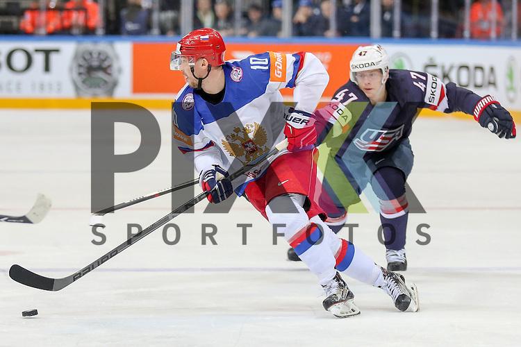 Russlands Mozyakin, Sergei (Nr.10)(Metallurg Magnitogorsk) erobert den Puck gegen USAs Krug, Torey (Nr.47)(Boston Bruins) und macht damit das erste Tor f&uuml;r Russland im Spiel IIHF WC15 Russia vs. USA.<br /> <br /> Foto &copy; P-I-X.org *** Foto ist honorarpflichtig! *** Auf Anfrage in hoeherer Qualitaet/Aufloesung. Belegexemplar erbeten. Veroeffentlichung ausschliesslich fuer journalistisch-publizistische Zwecke. For editorial use only.