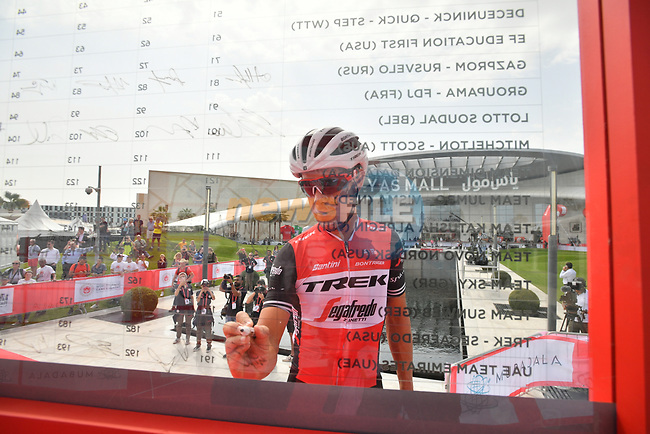 Richie Porte (AUS) Trek-Segafredo signs on before the start of Stage 2 of the 2019 UAE Tour, running 184km form Yas Island Yas Mall to Abu Dhabi Breakwater Big Flag, Abu Dhabi, United Arab Emirates. 25th February 2019.<br /> Picture: LaPresse/Massimo Paolone | Cyclefile<br /> <br /> <br /> All photos usage must carry mandatory copyright credit (© Cyclefile | LaPresse/Massimo Paolone)