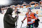 Bolln&auml;s 2014-01-17 Bandy  Bolln&auml;s GIF - Villa Lidk&ouml;ping BK :  <br /> Bolln&auml;s Samuli Helavuori intervjuas av journalist Peter Axman fr&aring;n Tidningen Ljusnan efter matchen <br /> (Foto: Kenta J&ouml;nsson) Nyckelord:
