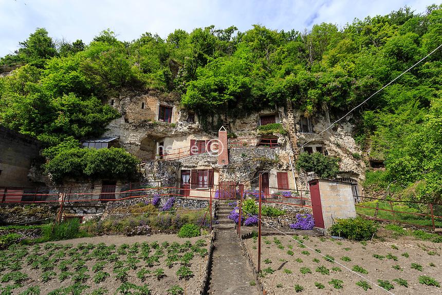 France, Loir-et-Cher (41), Les Roches-l'Évêque, maison troglodyte // France, Loir et Cher, Les Roches l'Eveque, troglodyte house