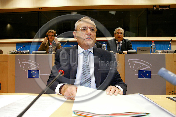 BRUSSELS - BELGIUM  -28 SEPTEMBER 2004--Hearing of Jacques BARROT, French Commissioner designate in charge of Transport, at the hearing in the European Parliament.--PHOTO: ERIK LUNTANG / EUP-IMAGES..