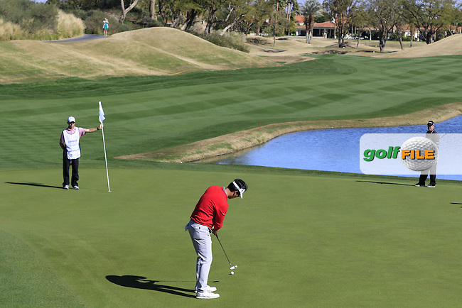 Kevin Na (USA) putts on the 9th green during Saturday's Round 3 of the 2017 CareerBuilder Challenge held at PGA West, La Quinta, Palm Springs, California, USA.<br /> 21st January 2017.<br /> Picture: Eoin Clarke | Golffile<br /> <br /> <br /> All photos usage must carry mandatory copyright credit (&copy; Golffile | Eoin Clarke)