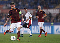 Calcio, Champions League, Gruppo E: Roma vs Bayer Leverkusen. Roma, stadio Olimpico, 4 novembre 2015.<br /> Roma's Daniele De Rossi kicks the ball during a Champions League, Group E football match between Roma and Bayer Leverkusen, at Rome's Olympic stadium, 4 November 2015.<br /> UPDATE IMAGES PRESS/Isabella Bonotto