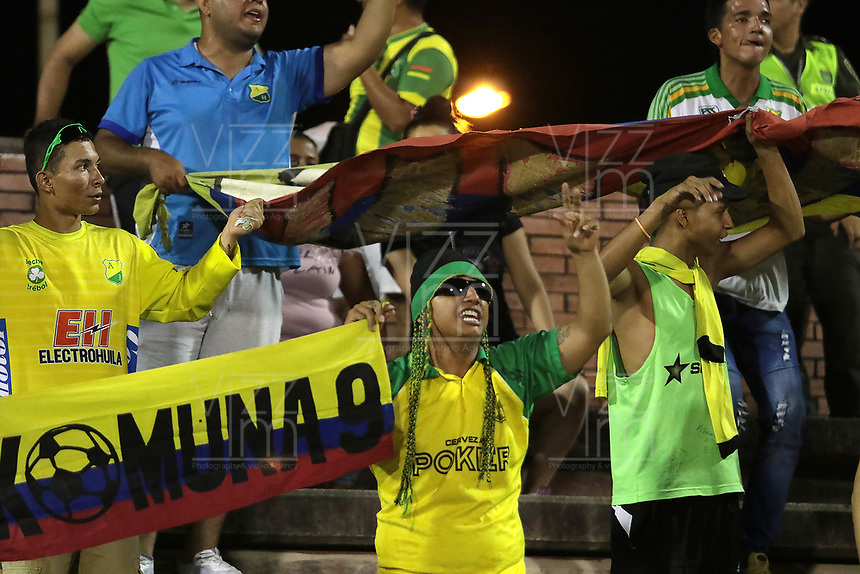 NEIVA - COLOMBIA, 22-02-2019: Hinchas de Huila animan a su equipo durante partido por la fecha 6 de la Liga Águila I 2019 entre Atlético Huila y Deportivo Pasto jugado en el estadio Guillermo Plazas Alcid de la ciudad de Neiva. / Fans of Atletico Huila cheer for their team during match for the date 6 of the Liga Aguila I 2019 between Atletico Huila and Deportivo Pasto played at the Guillermo Plazas Alcid stadium of Neiva city. VizzorImage / Sergio Reyes / Cont