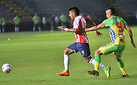 IBAGUÉ - COLOMBIA, 18-02-2018: Omar Duarte (Der.) del Atlético Huila disputa el balón con Jesus Murillo (Izq) del Atlético Junior durante partido por la fecha 4 de la Liga Águila I 2018 jugado en el estadio Manuel Murillo Toro de la ciudad de Ibagué. / Omar Duarte (R) player of Atletico Huila fights for the ball with Jesus Murillo (L) player of Atletico Junior during match for the date 4 of the Aguila League I 2018 played at Manuel Murillo Toro in Ibague city. VizzorImage / Juan Carlos Escobar / Contribuidor