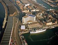 Januari 1996. Bonapartedok en Kattendijkdok in Antwerpen.