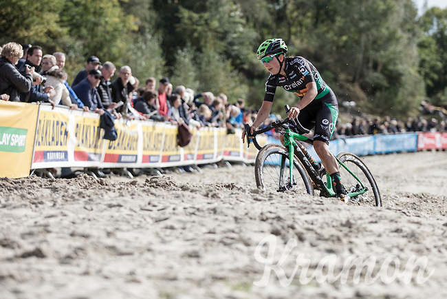 eventual race winner Maud Kaptheijns (NED/Crelan-Charles) tackling the sand section<br /> <br /> cx Telenet Superprestige Gieten 2017 (NED)