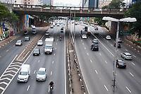SÃO PAULO-SP-22,10,2014-TRÂNSITO SÃO PAULO- O Motorista não enfrenta lentidão no corredor Leste/Oeste ambos sentidos .Vista do Viaduto Jaceguai;Região Central da cidade de São Paulo,no meio da tarde dessa Quarta-Feira,22(Foto:Kevin David/Brazil Photo Press)