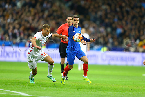 29.03.2016. Stade de France, Paris, France. International football friendly. France versus Russia.  Vasiliy Berezutskiy (Rus) is shielded from the ball by Antoine Griezmann (France)