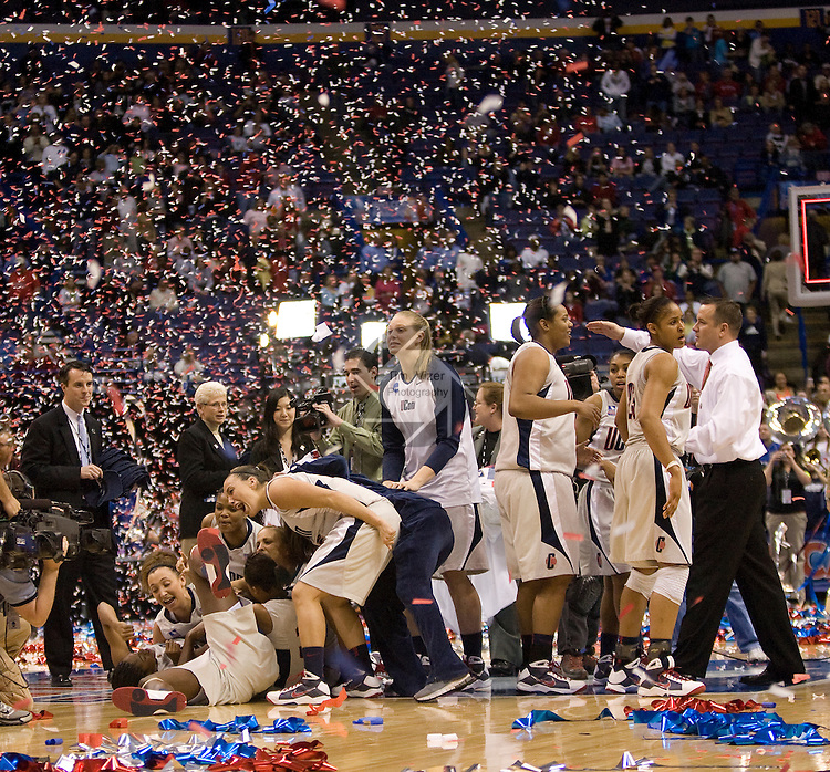 040709TVWOMENFINALFOUR16.UConn players celebrate after defeating Louisville 76-54 at the NCAA Women's Final Four at the Scottrade Center in St. Louis, MO on Tuesday April 7, 2009.  At far right, Louisville coach Jeff Walz congratulates UConn players..MCT/TIM VIZER