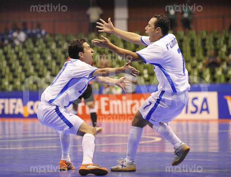Fussball  International  FIFA  FUTSAL WM 2008   01.10.2008 Vorrunde Gruppe C Guatemala - Aegypten Guatemala - Egypt Erick Aceveo (li, GUA) jubelt nach dem 1-0 mit Jannick Ramirez (GUA)