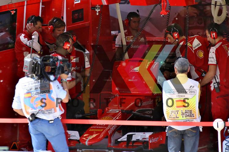 Barcelona, 10.05.15, Motorsport, Formel 1 GP Spanien 2015, Freies Training : Boxvon Sebastian Vettel (Ferrari SF15-T, #05)<br /> <br /> Foto &copy; P-I-X.org *** Foto ist honorarpflichtig! *** Auf Anfrage in hoeherer Qualitaet/Aufloesung. Belegexemplar erbeten. Veroeffentlichung ausschliesslich fuer journalistisch-publizistische Zwecke. For editorial use only.