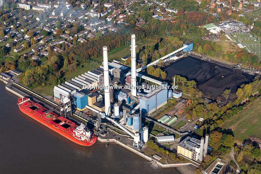 Heizkraftwerk Wedel: DEUTSCHLAND, SCHLESWIG HOLSTEIN, (GERMANY), 29.10.2019: <br /> Heizkraftwerk Wedel, Das Heizkraftwerk Wedel ist ein Heizkraftwerk (HKW) in Wedel, Schleswig-Holstein, das direkt an der Unterelbe und der Landesgrenze zu Hamburg liegt. Das mit Steinkohle befeuerte Kohlekraftwerk verfügt über zwei Blöcke sowie zwei Gasturbinen für die Spitzenlastversorgung. Charakteristisch für die Anlage sind die beiden jeweils 151 Meter hohen Schornsteine. Der elbseitige Schornstein ist, ebenso wie zwei der ehemals vier Blöcke, stillgelegt. Das HKW gehört zum schwedischen Energiekonzern Vattenfall und wird von der zum deutschen Teilkonzern gehörenden Tochtergesellschaft Vattenfall Europe Wärme betrieben.