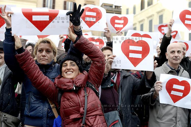 Roma, 14 Febbraio 2015.<br /> Piazza Farnese.<br /> Manifestazione  a sostegno dei diritti civili per il diritto al matrimonio per le coppie omosessuali.<br /> Lo stesso amore, gli stessi diritti.