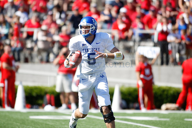 UK quarterback Mike Hartline looks for an open receiver against Ole MIss at Vaught-Hemingway Stadium on Saturday, Oct. 2, 2010. Photo by Scott Hannigan | Staff