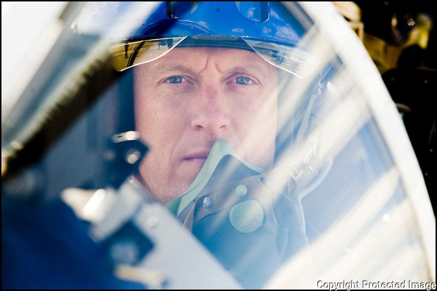 -2008-Salon de Provence- Capitaine Eric Gerrer juste avant le décollage. Patrouille de France.