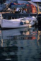 France/06/Alpes-Maritimes/Cannes: Détail pointus au vieux port